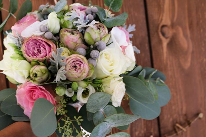bukiet śluby  warszawa pastelowe kwiaty eukaliptus
