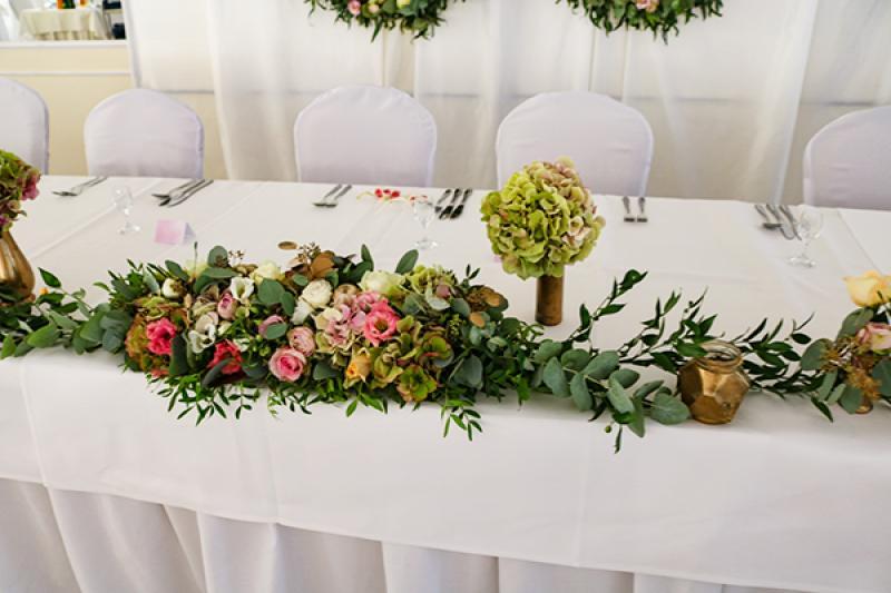 dekoracja kwiaty złoto wesele