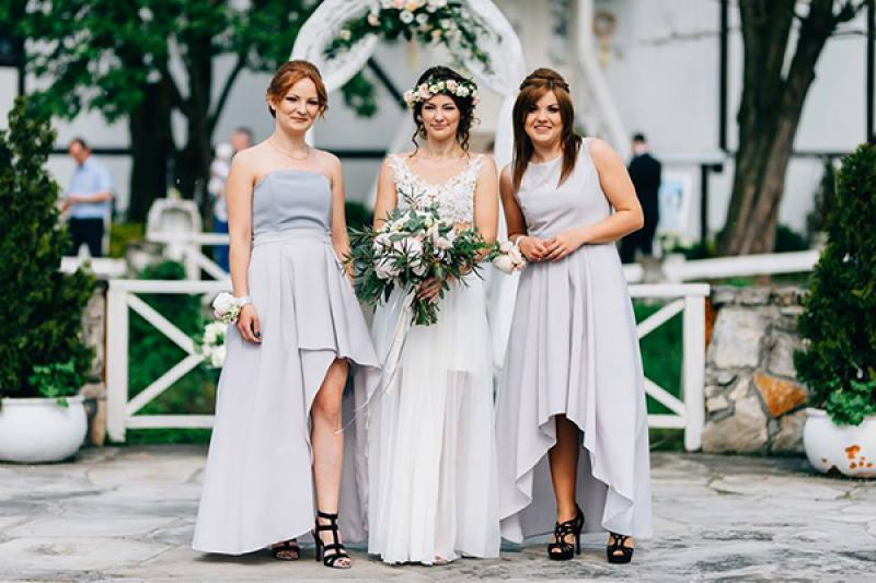ślub panna młoda druhny kwiaty