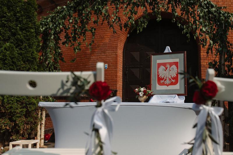 dekoracje bordo ślub dekoracja ślubna plener pergola