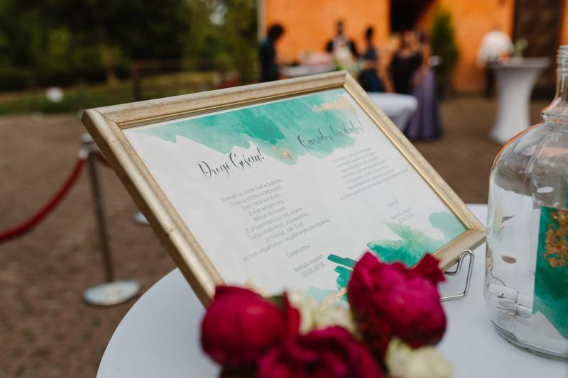 bordowe dekoracje weselne  podziękowania goście bordo złoto