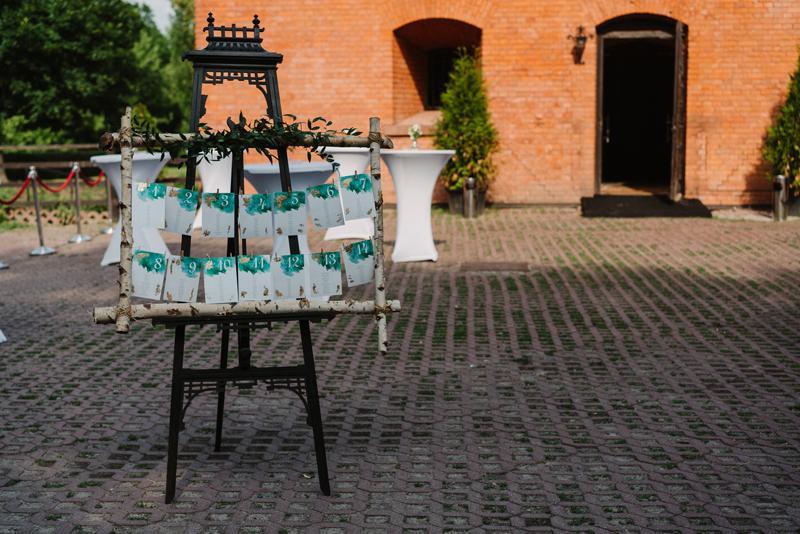 bordowe dekoracje weselne  rozpiska usadzenia gości wesele brzoza