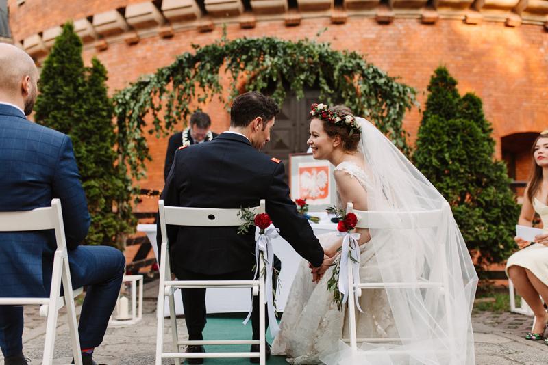 dekoracje bordo ślub w plenerze forteca