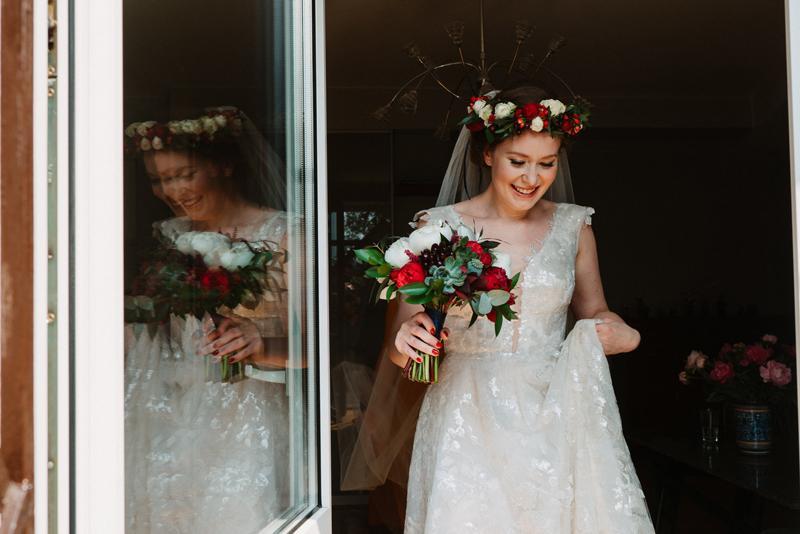 wianek panna młoda dekoracje bordo ślub