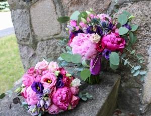 bukiet ślubny peonia ciemny róż