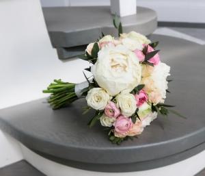 bukiet ślubny warszawa peonia róże