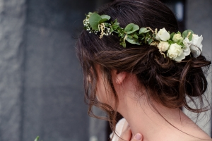 wianek ślubny białe kwiaty