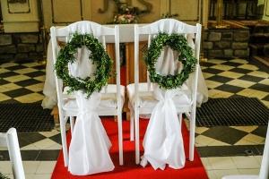białe krzesła młodych warszawa wianki