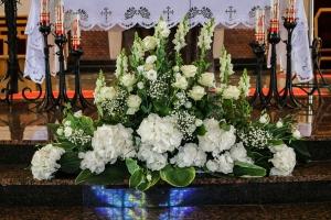 dekoracja kościoła warszawa ślub hortensja biała lewkonia
