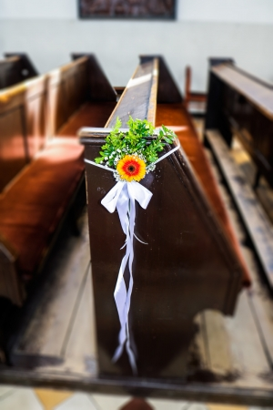 dekoracja ławki gerbera zieleń