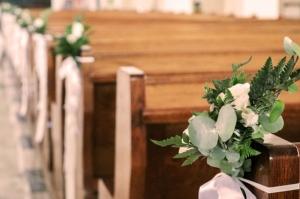 dekoracja ławki kościół warszawa ślub