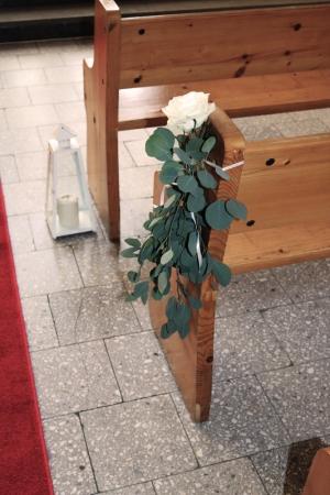 dekoracja ławki ślub eukaliptus