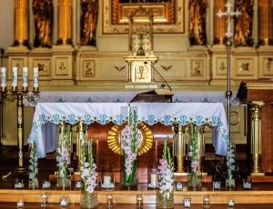 dekoracja ślubna ołtarza warszawa mieczyki szkło