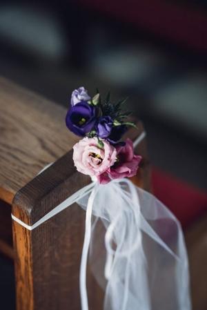 fiolet fuksja dekoracja kościoła