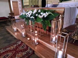 geometryczna dekoracja kościół warszawa