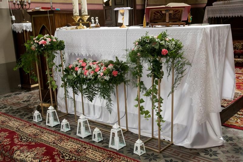 geometryczna dekoracja kościoła ślub