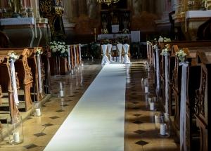 kościół dekoracja na ślub