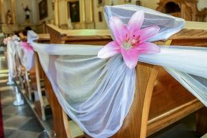 lilie tiul dekoracje ślubne