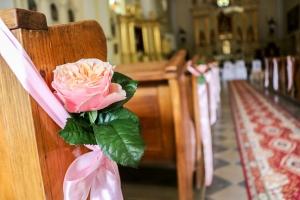 róża vuvuzela dekoracja ślubna
