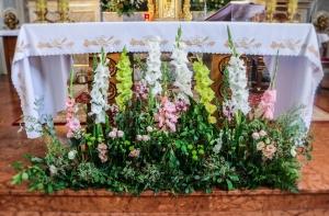 rustykalna dekoracja ołtarza warszawa ślub
