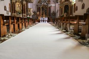 rustykalne dekoracje ślubne warszawa biały dywan