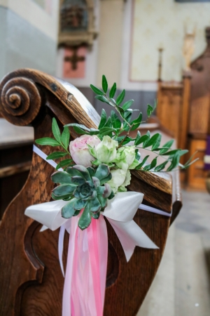 sukulenty dekoracja ławki ślub