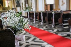 wystrój kościoła dywan czerwony dekoracje ślubne warszawa