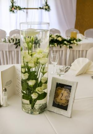 dekoracja sali weselnej warszawa eustoma pływająca