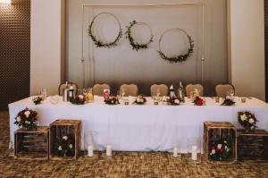 dekoracja stół prezydialny okręgi
