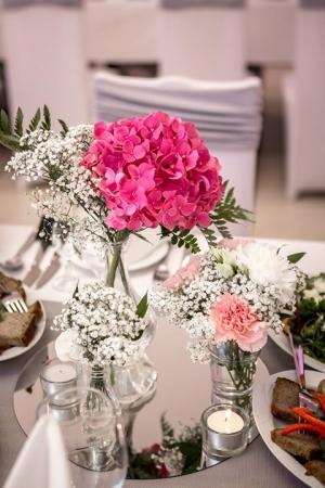 dekoracja stołów gości warszawa hortensje różowe