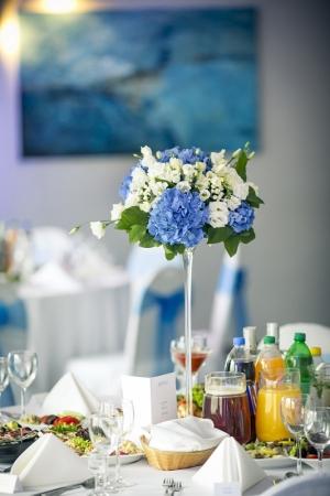 dekoracja stołu hortensja