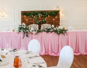 dekoracja stołu młodych warszawa różowa