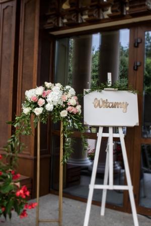dekoracja wejścia sala weselna