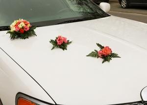 dekoracja samochodu eustoma frezja