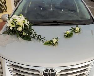 dekoracja samochodu frezja biała