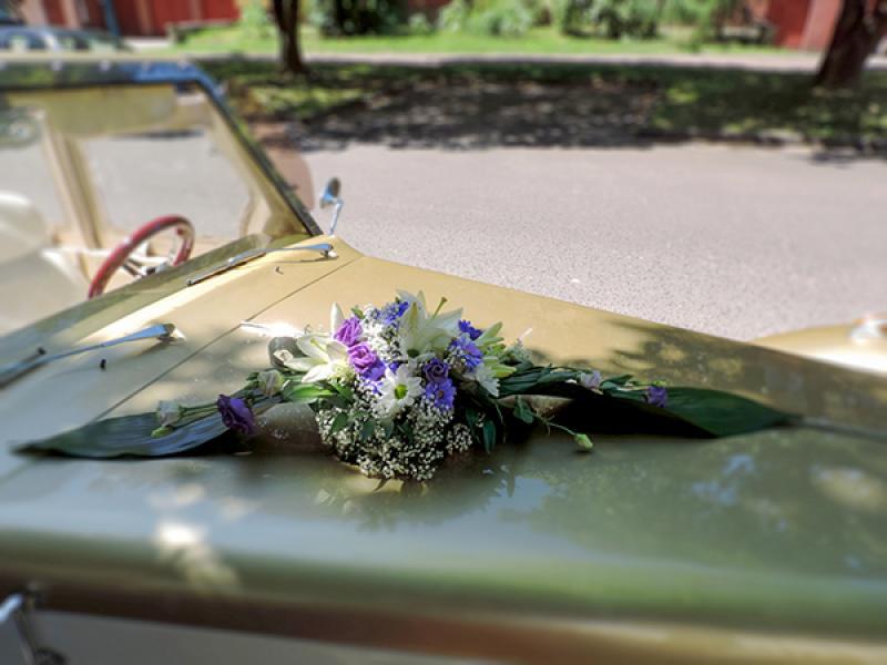 dekoracja samochodu lilia