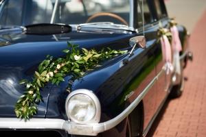 dekoraja-samochodu-girlanda