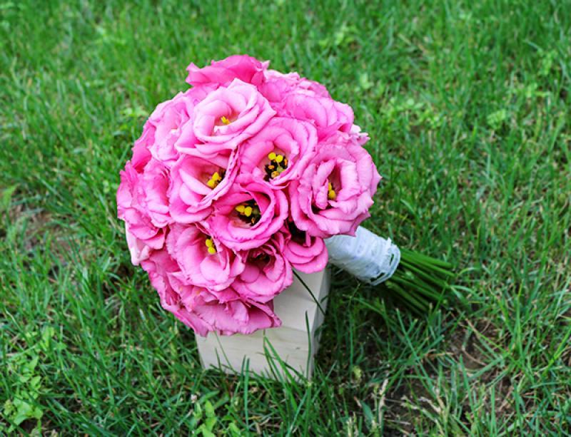 wiązanka ślubna  warszawa eustoma różowa