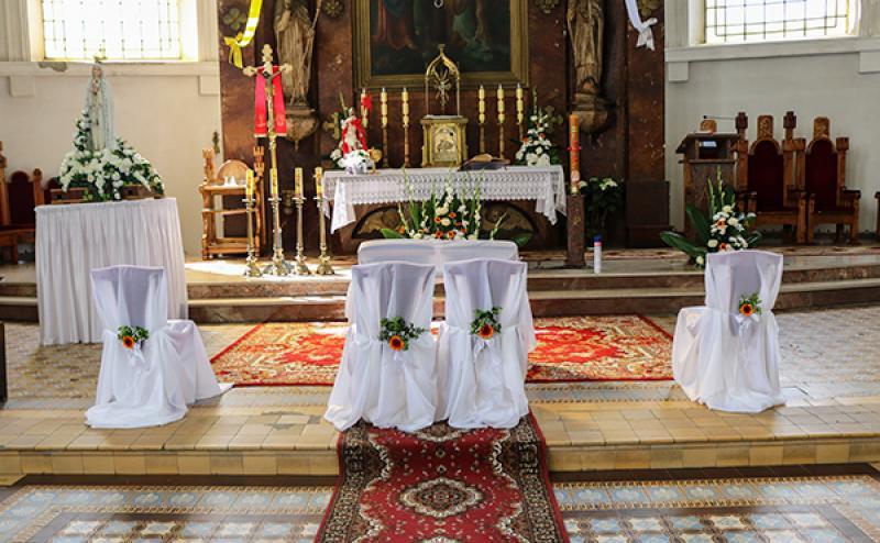 dekoracja krzeseł ślub warszawa gerbera