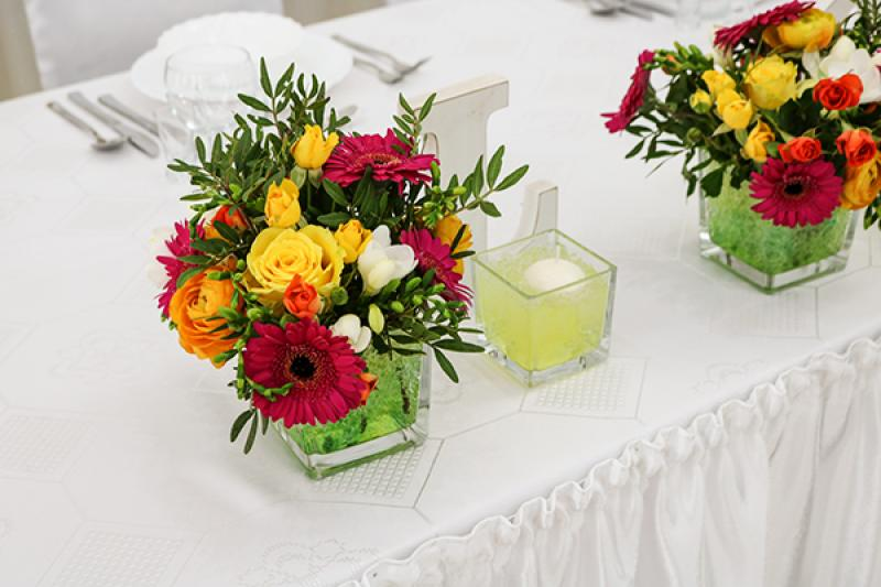 dekoracja stołu młodych warszawa gerbera