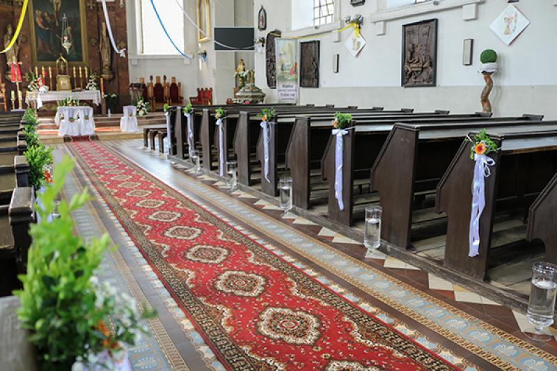 dekoracja alejki ślubnej gerbera