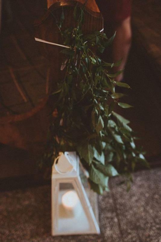 zielona dekoracja ławki dekoracje ślubne boho