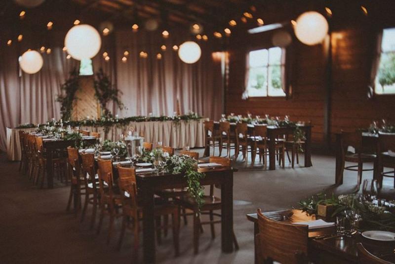 dekoracje weselne boho zielone girlandy sala weselne