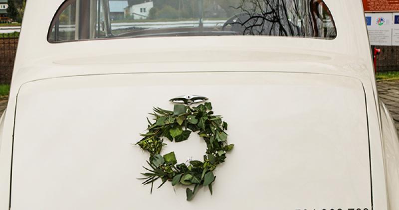dekoracja auta greenery wianek