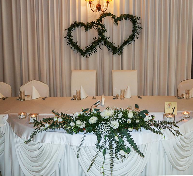 dekoracja stołu młodych greenery