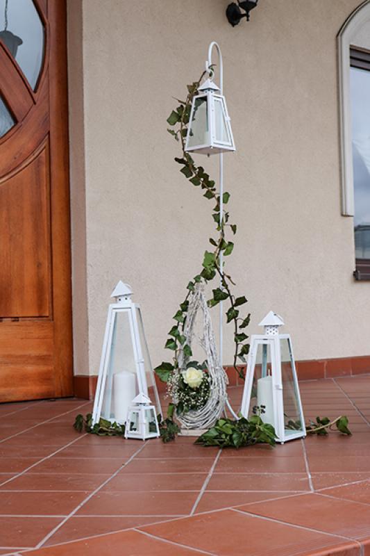 dekoracja wejścia sala weselna greenery latarnie