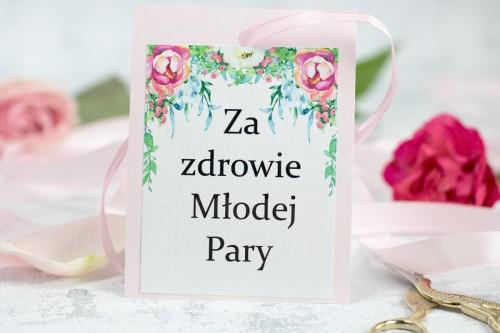 zawieszka-wodka-weselna-rozowe-kwiaty