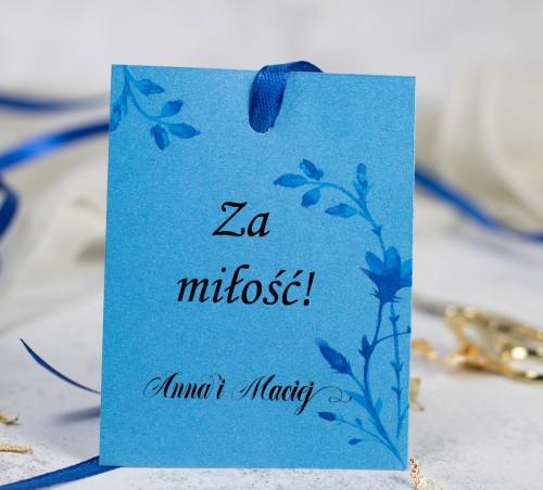 zawieszka-wodka-weselna-kwiaty-niebieskie