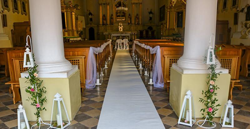 biały dywan dekoracje ślubnea