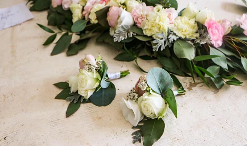 butonierki do ślubu róże warszawa
